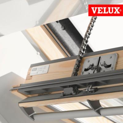 Installazione e posa motore elettrico VELUX GGL integra per finestra tetto.