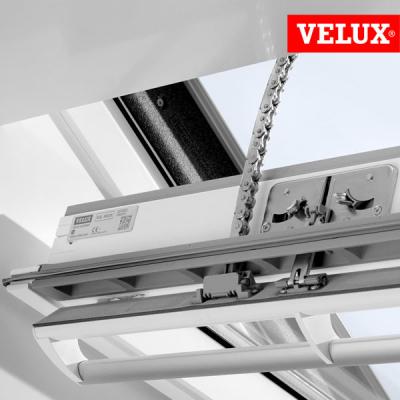 Velux ggu finestra integra elettrica per tetti for Motore elettrico per velux