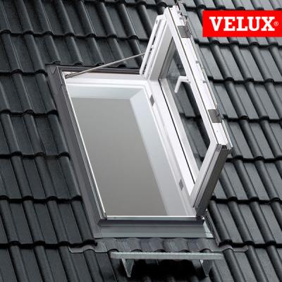 Finestra VELUX GXU apertura laterale per uscita sul tetto, apertura a libro.